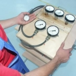Прибор для проверки пневматического привода тормозной системы М 100